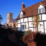 Betimmerde plattelandshuisje en kerk, welford-op-Avon Stock Foto