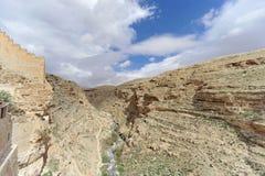 Betlemme, Israele - 14 febbraio 2017 La vista della gola rocciosa dal balcone nel Lavra di Savva ha santificato in Fotografie Stock