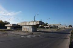 Betonów poparcia dla mostu, trwanie plakaty aleja zdjęcie royalty free