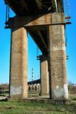 Betonów poparcia kolejowy flyover zdjęcie stock