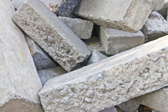 Beton Blöcke in einer chaotischen Ordnung Stockfoto