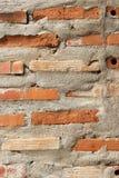 Betong- och tegelstenväggtextur Arkivfoton