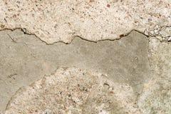 Betongvägg med granitkiselstenar Royaltyfri Foto