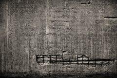 Betongvägg med rebaren royaltyfria bilder