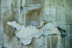 Betongvägg med skalningsmålarfärg royaltyfri fotografi