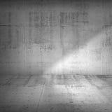 Betongvägg och golv med stark sidobelysning Royaltyfria Bilder