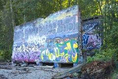 Betongvägg som täckas med graffi Royaltyfri Foto