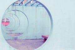 Betongväggar med det runda hålet på Hong Kong royaltyfria bilder