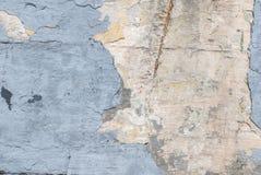 Betongväggen med gammal murbruk gå i flisor, stor bakgrund eller textur för ditt projekt Arkivbilder