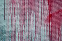 Betonmauer, Flecke der roten Farbe, Graffiti Stockfotografie