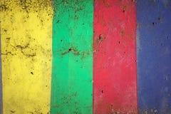 Betonmauer gemalt in den Farben von Gelbem, von Grünem, Rot und Blau Stockbild