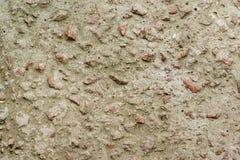 Betonmauer mit Granitkieseln Lizenzfreie Stockfotos