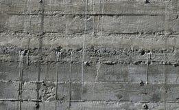 Betonmauer mit hölzernem Muster beeindrucken vom hölzernen Formbrett Lizenzfreies Stockfoto