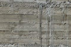 Betonmauer mit hölzernem Muster beeindrucken vom hölzernen Formbrett Lizenzfreies Stockbild