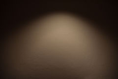 Betonmauer mit Lichtern Stockbild