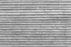 Betonmauer mit Muster des Kunststoffrohrstempels auf Beton Stockfotos