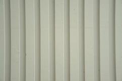 Betonmauer mit Streifen Stockbild
