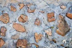 Betonmauer mit Ziegelsteinmuster Stockfoto