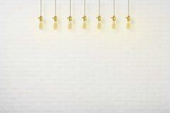 Betonmauer und Edison-Klassikerlampen Stockfotografie