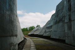 Betonowa Ściana wzdłuż drogi przemian Zdjęcia Royalty Free