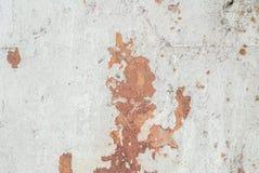 Betonowa ściana z starym tynkiem szczerbiącym się, abstrakta betonem, wietrzejącym z pęknięciami i narysami, krajobrazu styl, gru Zdjęcie Stock