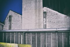 Betonowa ściana popielatego podwórka miastowy miasto Mannheim obrazy royalty free