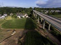 Betonowa droga - uliczna autostrada mostów natury krajobrazu wioska i contruction miejsce Fotografia Royalty Free