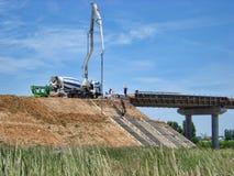 Betonowe ciężarówek pracy obrazy royalty free