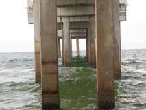Betonowe molo podstawy w zatoce meksykańskiej obraz royalty free