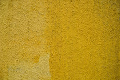 Betonowej ściany jasnożółty tło dla projektanta Zdjęcie Stock