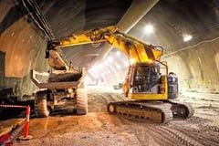 Betonowej drogi budowy Tunelowy ekskawator zdjęcie stock