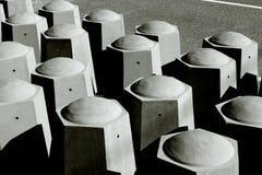 Betonowi ruchów drogowych limiters obrazy stock