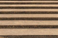 Betonowi schodki z szorstkiej powierzchni projektem fotografia royalty free