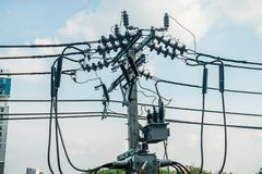 Betonowy elektryczny słup w Bangkok, Tajlandia obrazy royalty free
