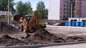 Betonowy melanżer i ciągniki na budowie zbiory wideo
