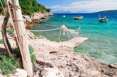 Betonowy molo i dwa małej łodzi Fotografia Stock
