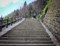 Betonowy schodek przy Sintoizm świątynią w Japonia Obraz Stock