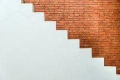 Betonowy schody z ściana z cegieł w mieszkaniowym domowym budynku przemysł budowlany Obrazy Royalty Free