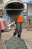 Betonowy wiadra dostawania beton od beton ciężarówki Obrazy Royalty Free