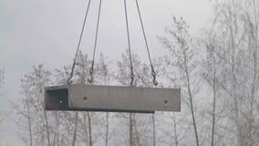 Betonplattefall auf Riemen stock video