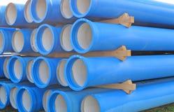 Betonrohre für das Transportieren von Kanalisation lizenzfreies stockbild