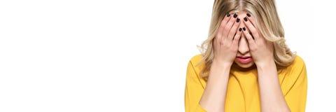 Betonte erschöpfte junge Studentin-Having Strong Tensions-Kopfschmerzen Gefühlsdruck und -druck Deprimierter Kursteilnehmer stockfotos