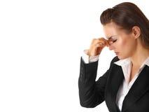 Betonte Geschäftsfrau hält Finger am noseband an Lizenzfreie Stockfotos