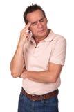 Betonter besorgter Mann mit Kopfschmerzen lizenzfreie stockfotos