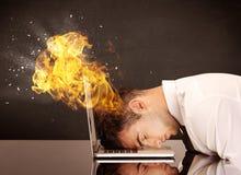 Betonter Geschäftsmännerkopf brennt Lizenzfreies Stockfoto
