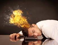 Betonter Geschäftsmännerkopf brennt Lizenzfreie Stockbilder