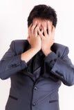 Betonter Geschäftsmann mit Kopfschmerzen Stockbild