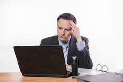 Betonter Manager zu viel Arbeit stockfoto