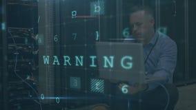 Betonter Mann, der im Computerserverraum mit bewegenden Datensicherheitsmitteilungen meditiert stock footage