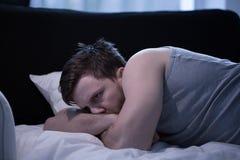 Betonter Mann mit Schlaflosigkeit Stockfotografie
